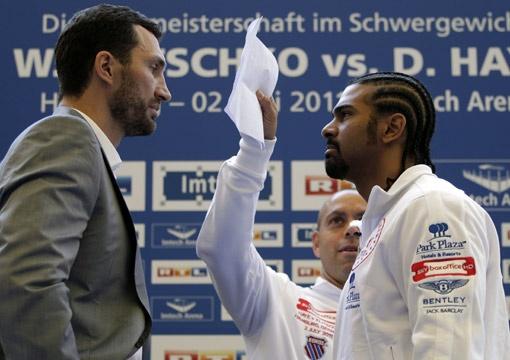 Дуэль взглядов Владимира и Дэвида сильнейшего не определила. Все решится на ринге. Фото АП.