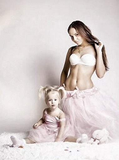 Трехлетняя Даша, как мама, мечтает стать «Королевой красоты».