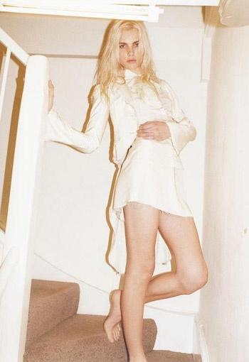 Пежич в белом платье. Фото с сайта viva.ua.