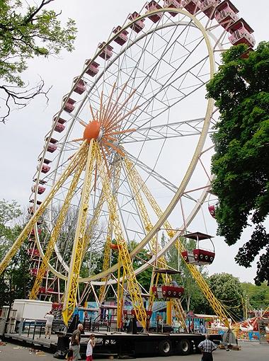 45-метровое колесо обозрения - самое большое в Украине.