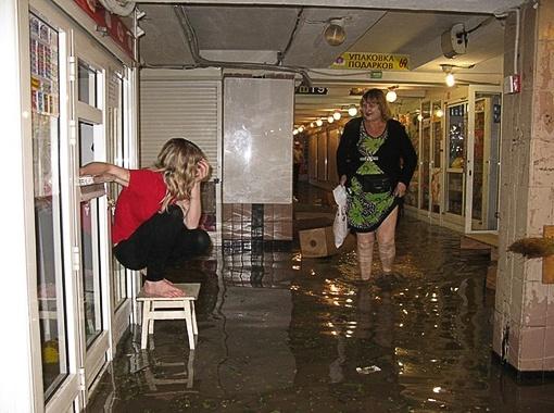 Подземные переходы некоторых крымских городов залило из-за сильных дождей.
