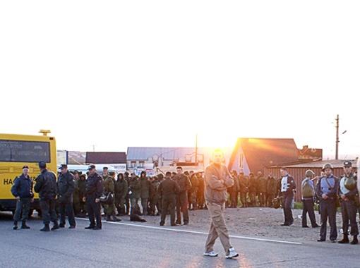 На ближаейшем в Пугачево посту ГАИ мобилизуются срочные отряды. Фото Татьяны Лапинер.