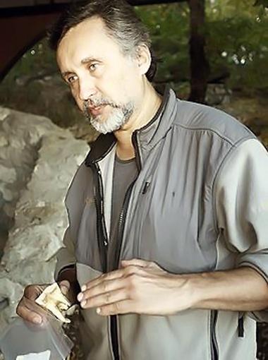 Руководитель экспедиции палеогеограф Богдан Ридуш (доцент факультета географии Черновицкого национального университета) в прошлом году он нашел уникальный зуб. Фото из архива «КП».