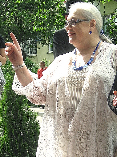 Лидия Федосеева-Шукшина, несмотря на слухи о недомогании, все-таки приехала на фестиваль.