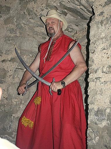 За свою жизнь Владимир Пилат обучил своему боевому искусству 10 тысяч парней и девушек.