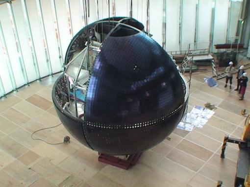 Глобус в разрезе. ФОТО http://www.crunchgear.com