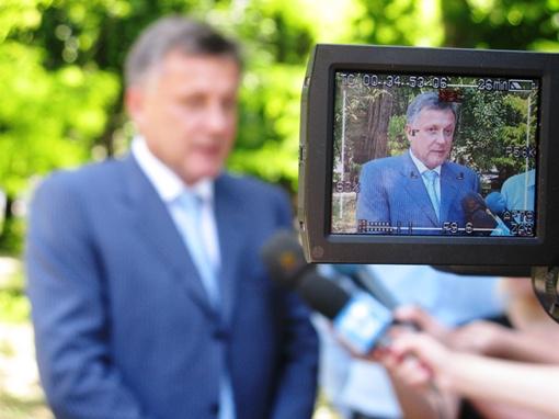 Городской голова Виктор Агеев пытается вернуть распроданное с молотка имущество города. Фото автора.