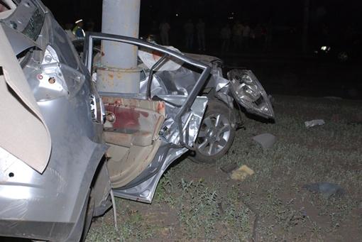 Девушка водитель и два ее пассажира погибли на месте. Фото Николая ШИНКАРЯ.