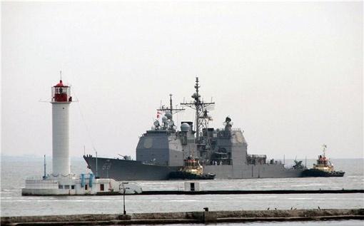 Первым из участников «СИ Бриз-2011» в Одессу вошел американский крейсер с управлением ракетным оружием «Анцио» (флаг Соединенных Штатов Америки).
