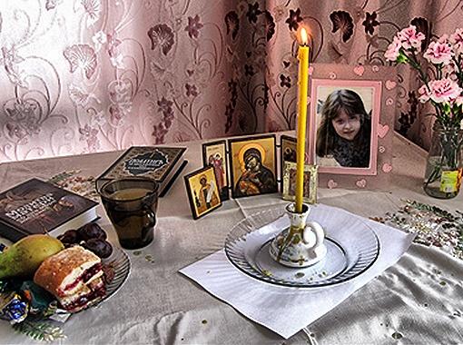 В семье все говорит о смерти семилетней девочки. Фото Елены Гениной.