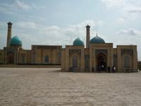 Долгие годы сын Людмилы Крыльцовой живет в Ташкенте.