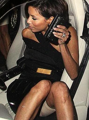 Худышка Ева просто не выходит из дома, предварительно не облачившись в свои любимые убирающие животик панталончики. Фото Daily Mail.