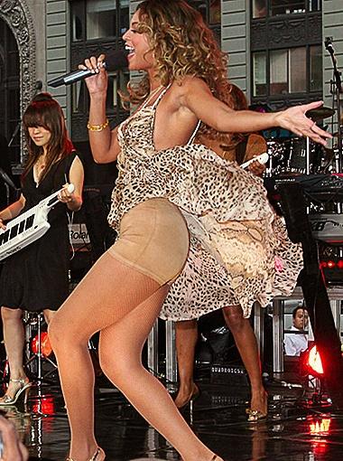Бейонсе в жарком танце приоткрыла тайну своей осиной талии: трусы марки Spanx!