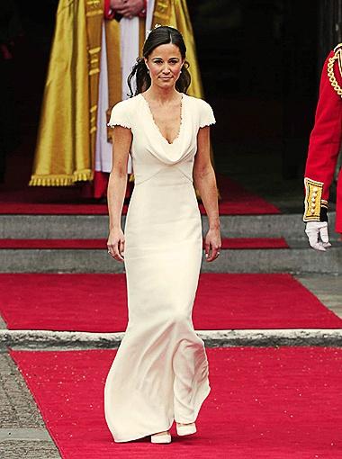 Вопрос, который терзал добрую половину британских женщин во время трансляции королевской свадьбы - надела ли Пиппа Миддлтон под свое узкое платье...