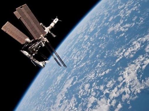 Шаттл Endeavour. Фото астронавта Паоло Несполи.
