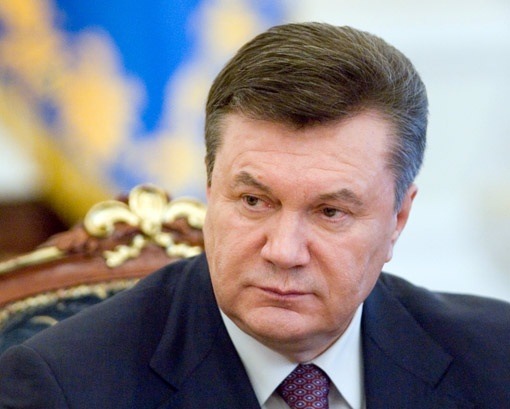 К заседанию антикоррупционного комитета президент подписал главный закон по борьбе с взятками. Фото Михаила МАРКИВА.