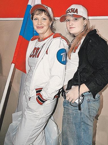 Отважная Елена Проклова в шоу «Большие гонки» участвовала вместе с дочкой Полиной. Фото Руслана РОЩУПКИНА.