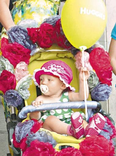В номинации «Самая HiPPовая коляска» победила малышовая карета «Цветочная малышка», созданная руками дизайнера Надежды Ганжи для 10-месячной дочки Машеньки.
