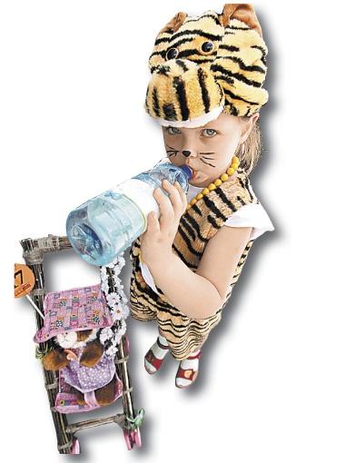 Семейку ребят-тигрят спасала от жары вода «Малятко».