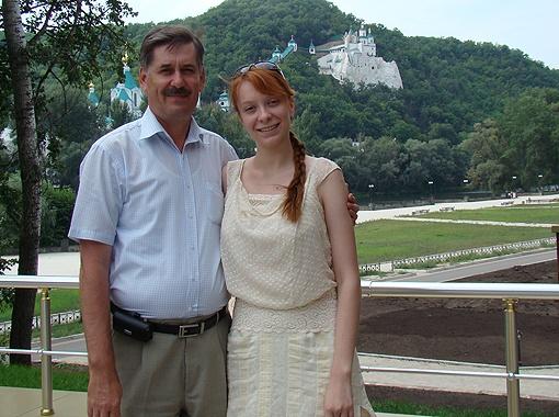 Александр Мазурчак (на фото - с дочерью Катей) очень любит посещать старинные замки Украины.