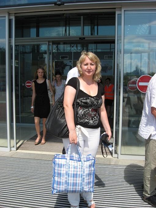 Наш корреспондент на глазах у ревизоров «слетала» в Рим и обратно. Фото автора.