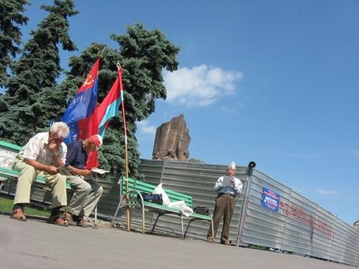 Самыми ярыми защитниками символов Советской власти традиционно оказались представители старшего поколения