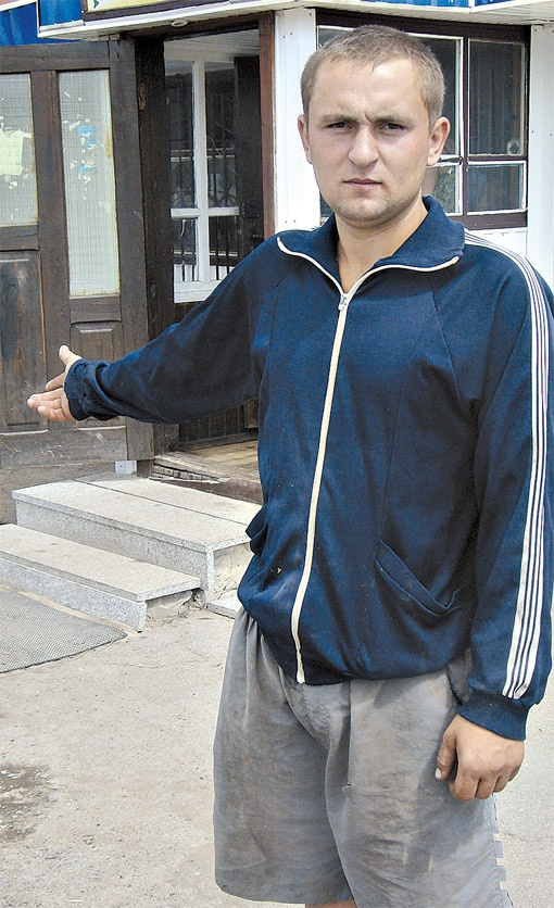 Возле этого магазина завхозу сельсовета Ярославу Сулимко удалось вырвать Славу из рук мучителей.