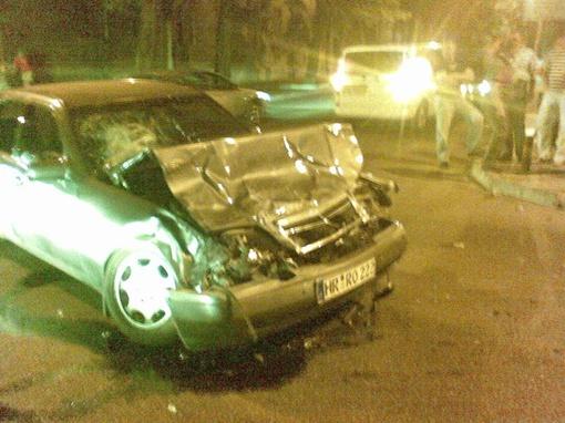Куда так спешил водитель иномарки, что не пропустил «скорую», установит следствие. Фото с сайтов www.odnoklassniki.ru, www.gorod.dp.ua