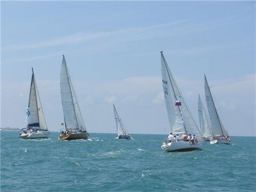 В первый день гонки соревновались 15 экипажей