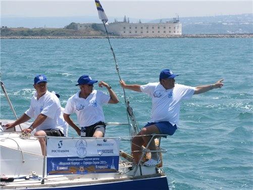 Перед стартом яхтсмены тщательно выбирали свою тактику гонки