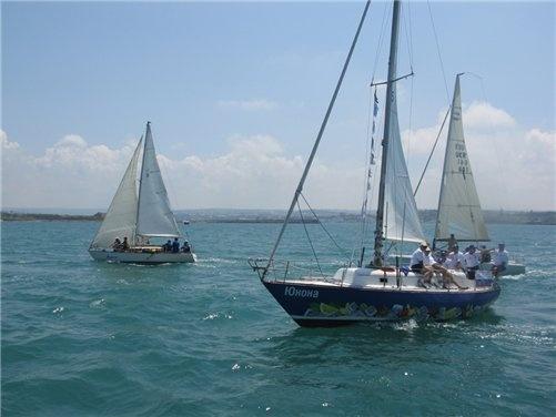 В регате представлены три гоночных дивизиона длиной яхт от 8 и свыше 12 метров