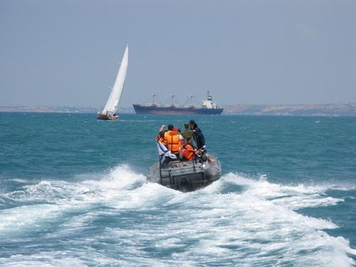 За безопасностью на воде следил специальный морской катер