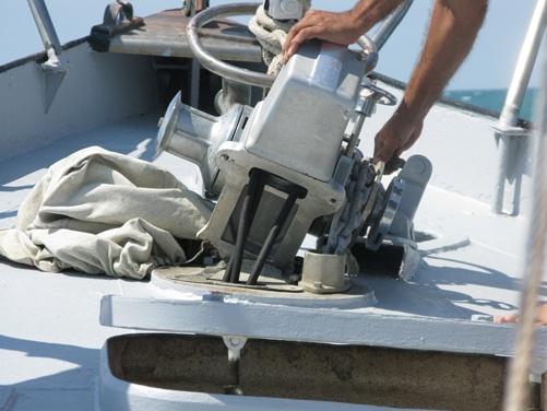 Из всех яхт в гонке пострадала… яхта «Орион», где сидели судьи. Она находилась на якоре, от ветра и качки металлические конструкции не выдержали и вырвались с болтами