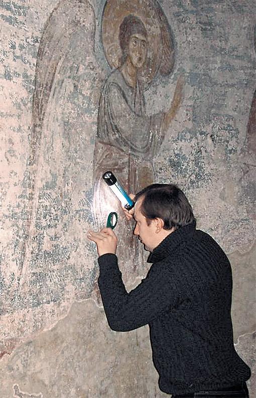 Исследователи обнаружили и расшифровали 5 тысяч граффити. Полагают, в соборе их больше 7 тысяч.