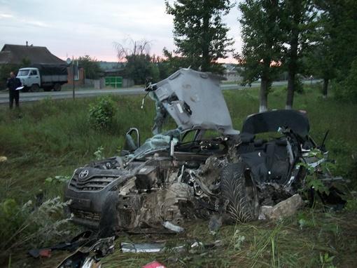 Из-за столкновения сидевший за рулем парень и один из пассажиров скончались на месте. Фото УГАИ ГУ МВДУ в Харьковской области.