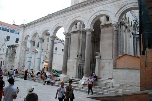 Дворец Диоклетиана (III-IV вв.) - главная достопримечательность города Сплит.
