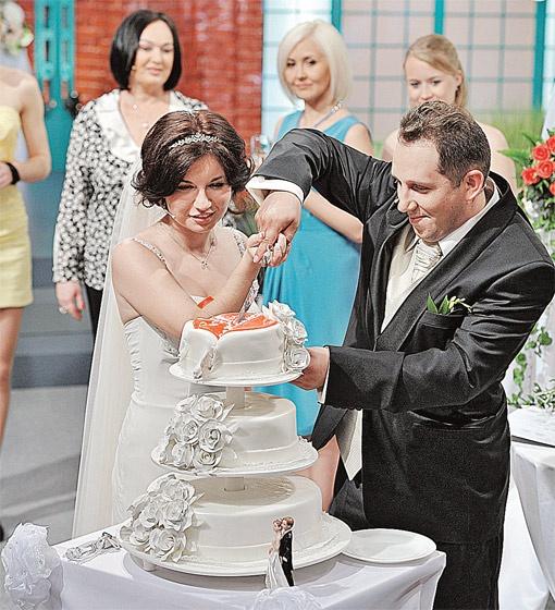 Валерия и Алексей четыре месяца назад познакомились на программе, а теперь поженились прямо в эфире.