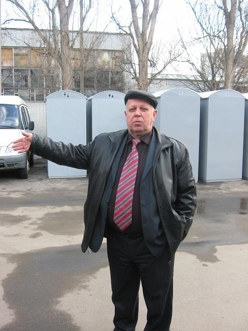 Квартира Анатолия Кандаурова - на первом этаже, лифта в его подъезде нет в принципе.