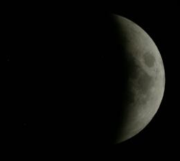 22-05. Луна почти скрылась. Скриншот с сайта eclipse.slooh.com