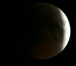 22-17. Тень уже отступает. Скриншот с сайта eclipse.slooh.com