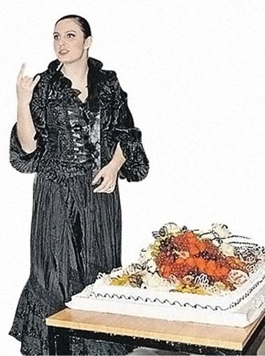 Ваенга: «Я же ясно сказала: торт должен быть морковный!»