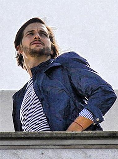 Эштон Катчер в одежде Colcci. Фото Daily Mail.