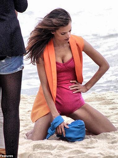 На Алессандре любой купальник смотрится отлично. Фото Daily Mail.