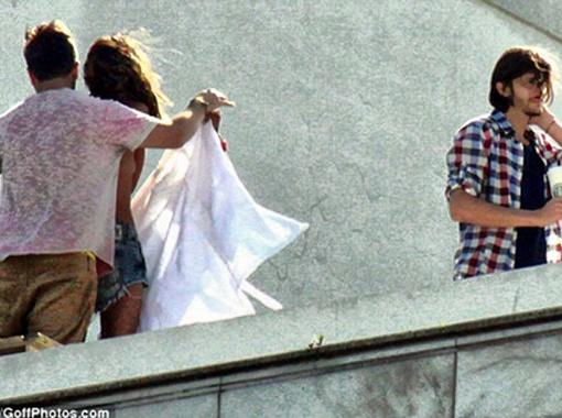 Горячая сцена снималась в Рио-де-Жанейро около пляжа Ипанема. Фото Daily Mail.