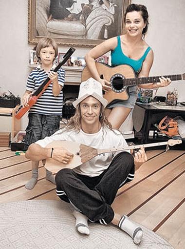 Наташа, Сергей и Архип: «Папа, мама, я - музыкальная семья!». Фото Руслана Рощупкина.
