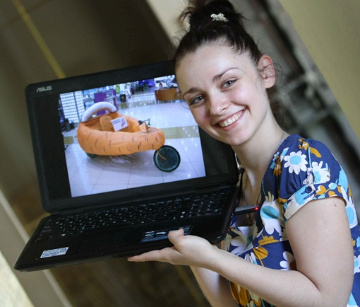 Дизайнер Анна придумала безумную машину-морковку.
