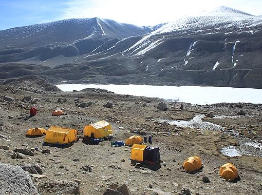 Лагерь альпинистов.