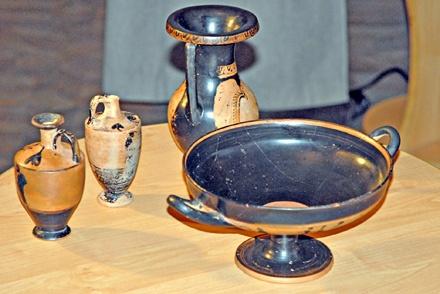 Краснолаковая посуда античной эпохи. Такие находки «черные археологи» часто пытаются переправить за рубеж.