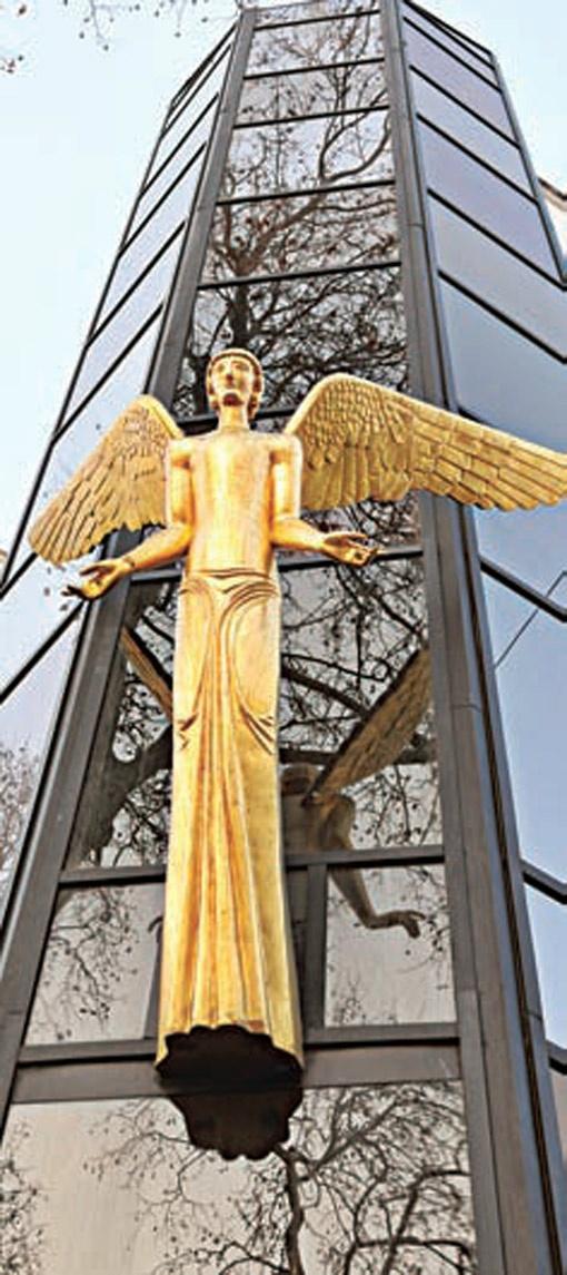 Здание центра украшает символ добра.