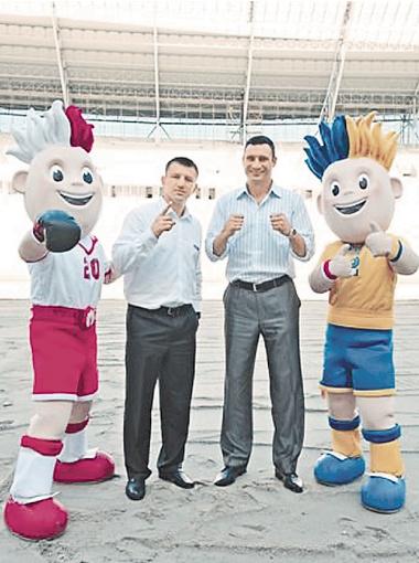 Томаш Адамек и Виталий Кличко 10 сентября должны провести поединок на вроцлавском стадионе, но он пока не достроен. Фото с официальной странички Кличко в фейсбуке.